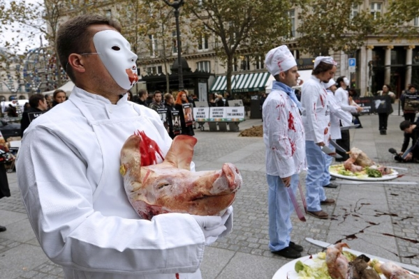 Protesters intimidate citizens in the attempt to stop meat-eating